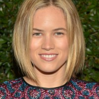 Cody Horn Short Haircut: Trendy Center Parted Bob Hairstyle