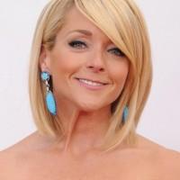 Jane Krakowski Short Blonde Bob Hairstyle for Women Over 40