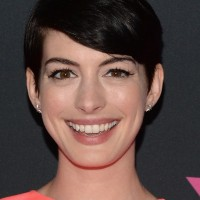 Anne Hathaway Cute Short Side Parted Black Straight Cut