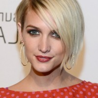 Ashlee Simpson Side Parted Short Straight Hairstyle with Long Bangs