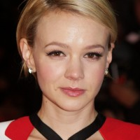 Carey Mulligan Cute Short Side Parted Haircut for Oval Faces