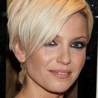 Cute Short Wedge Bob Hairstyle for Women