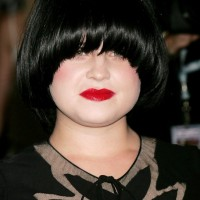 Kelly Osbourne Short Bowl Cut for Round Faces