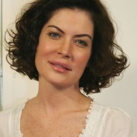Lara Flynn Boyle Short Curly Bob Hairstyle for Women Over 40