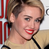Miley Cyrus Chic Side Parted Short Straight Cut