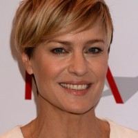 Robin Wright Side Parted Layered Short Straight Cut with Bangs
