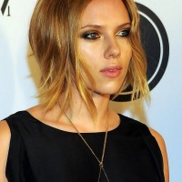 Scarlett Johansson Chic Short Inverted Wavy Bob Haircut for Summer