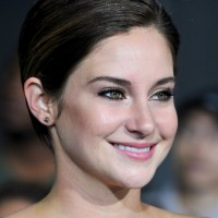 Shailene Woodley Side Parted Short Straight Haircut