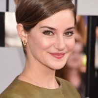 Shailene Woodley Side Parted Short Straight Haircut without Bangs