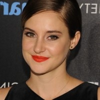 Shailene Woodley Side Parted Short Straight Hairstyle for Oval Faces