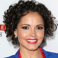 Susie Castillo Chic Short Curly Hairstyle Ideas
