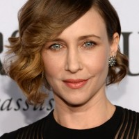Vera Farmiga Side Parted Curly Hairstyle with Side Swept Long Bangs