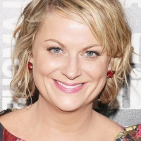Amy Poehler Short Messy Wavy Hairstyle for Round Faces