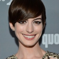 Anne Hathaway Chic Short Straight Haircut with Side Swept Bangs