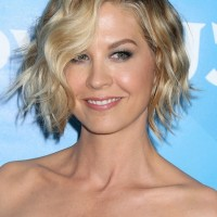 Best Short Wavy Hairstyle for Women with Bangs from Jenna Elfman