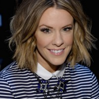 Courtney Kerr Trendy Short Wavy Hair Style for Fall