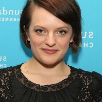 Elisabeth Moss Chic Short Side Parted Haircut with Side Swept Bangs