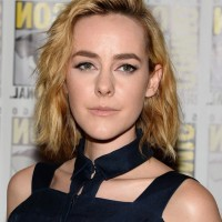 Jena Malone Short Blonde Wavy Hairstyle for Fall