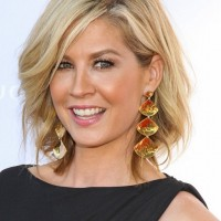 Jenna Elfman Casual Short Blonde Wavy Hairstyle