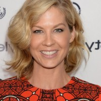 Jenna Elfman Short Finger Wavy Hairstyle for Thick Hair