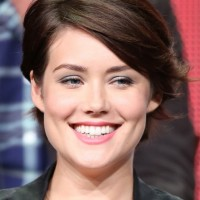 Megan Boone Chic Short Haircut with Side Swept Bangs