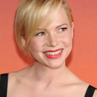 Michelle Williams Cute Short Side Parted Haircut with Bangs