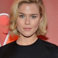 Rachael Taylor Short Blonde Hairstyle with Waves