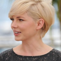 Side View of Michelle Williams Cute Short Side Parted Haircut