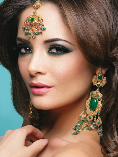 Charming Green Eye Shadow Makeup Look with Pink Lipstick