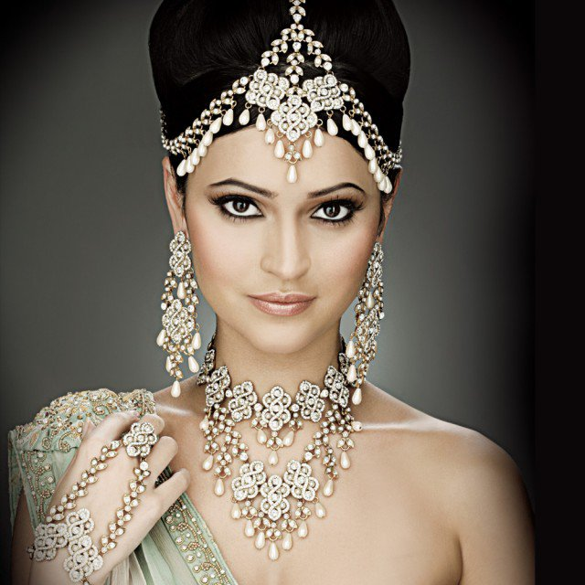 Indian Bronze Eye Makeup Look and Bridal Hairstyle Look