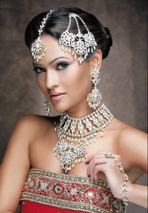Pretty Bridal Hairstyles and Natural Makeup Look