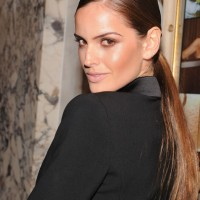 Izabel Goulart's Side-parted Sleek Ponytail