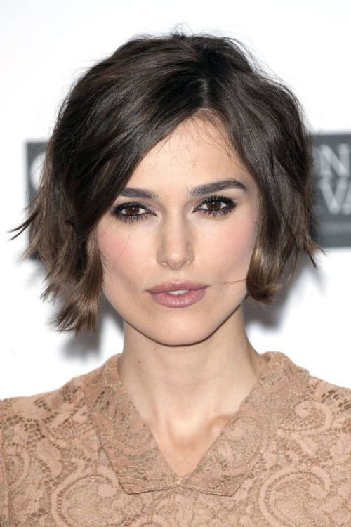 Side-Parted Wavy Bob Hairstyle for Prom