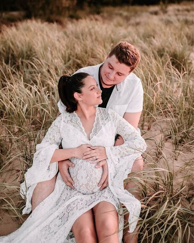 Coolest Maternity Photoshoot Outfit Ideas